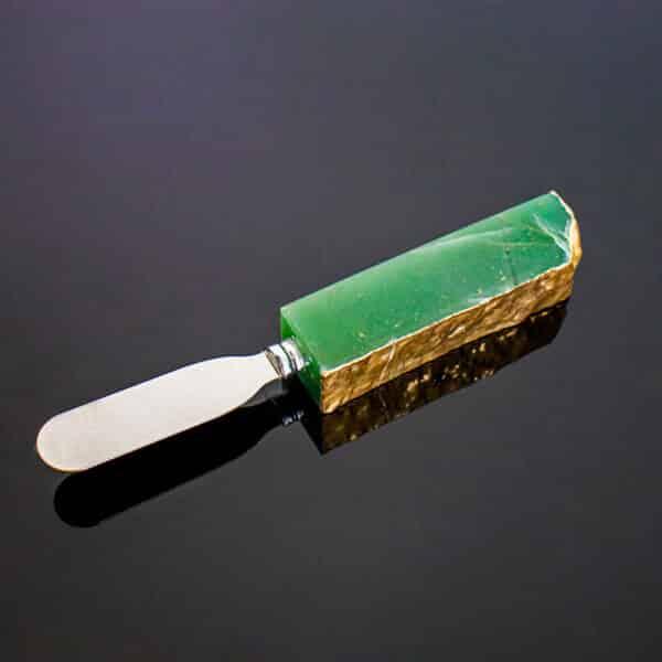Espátula Para Manteiga De Quartzo Verde Com Banho Dourado