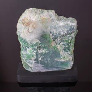 Quartzo Verde Bruto de 19cm com Base de Madeira