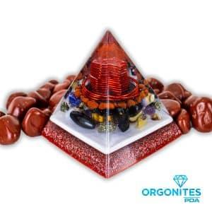 Orgonite Pirâmide Vermelha com Hematitas Magnetizadas 11cm
