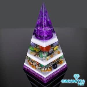 Pirâmide Roxa com Hematitas Magnetizadas 25cm