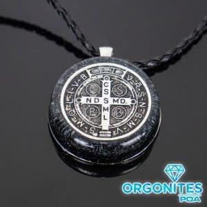 Colar de Orgonite com Pingente de Medalhão de São Bento Prata