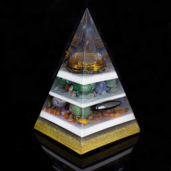 Pronta Entrega - Pirâmide Dourada com Hematitas Magnetizadas 26cm